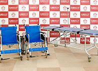 車椅子22台・ストレッチャー2台を寄贈